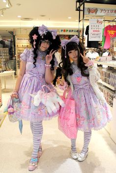 Lolitas Twinning in Toy Parade Tokyo Fashion, Harajuku Fashion, Kawaii Fashion, Lolita Fashion, Grunge Fashion, Cute Fashion, Street Fashion, Girly Girl Outfits, Cute Outfits