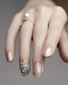 Slim hand with long fingers and a pearl ring, fingernails painted in nude polish, 100 ideas for nails with rhinestones – trendy in 2017 Subtle Nails, Shiny Nails, New Year's Nails, Glitter Manicure, Nude Nails, Gel Nails, Nail Nail, Fingernails Painted, Metallic Nail Polish