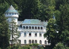 Castle in Millstatt, Austria Snelson Parker You know you want to go ; Oh The Places You'll Go, Places Ive Been, Wonderful Places, Beautiful Places, Lichtenstein Castle, Switzerland Destinations, Somewhere Over, His Travel, Color Of Life