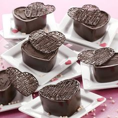 Decadent Dark Cocoa Raspberry Mousse Hearts - Create delicious mousse-filled candy cups perfect for Valentine's Day using Wilton Limited Edition Dark Cocoa Raspberry Candy Melts candy. Mini Cakes, Cupcake Cakes, Candy Recipes, Dessert Recipes, Pie Dessert, Chocolate Candy Melts, Chocolate Boxes, Chocolate Hearts, Chocolate Cake