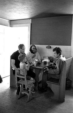 Bob Dylan, Allen Ginsberg, journalist Al Aronowitz and his son Myles in manager Albert Grossman's kitchen