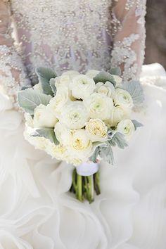 White Wedding Flowers | Utah Winter Wedding | Pepper Nix Photography | via MountainsideBride.com