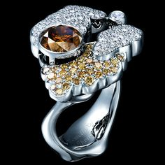 CLOUDS HIGH JEWELLERY RING 18K white gold 1 diamond 0,06-0,08 ct 140 diamonds 0,88-0,91 ct 1 cognac diamond 2,34-2,37 ct 29 beige diamonds 0,56-0,59 ct