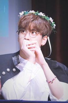 Omfg he's so cuuuuuteeee Kim Jinhwan, Chanwoo Ikon, Yg Entertainment, Bobby, Ikon Member, Ikon Kpop, Jay Song, Ikon Debut, Ikon Wallpaper