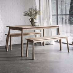 The Hudson Living Wycombe Bench elegantly combines contemporary light oak and stunning Nordic design. The oak bench features beautiful rounded legs and subtle edging to give a subtle finish that will work in most homes.