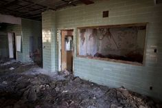 http://www.abandonedplaygrounds.com/abandoned-kuhn-memorial-state-hospital-deteriorates-in-mississippi/