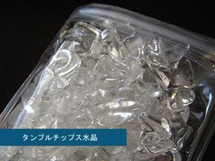 水晶の強い浄化力でパワーストーンについた余分なエネルギーを吸い取って元気な状態にもどしてくれます。/タンブルチップス水晶さざれ ¥1,000-/and joy TEL:076-205-9111/TATEMACHI SUMMER COLLECTION 2013