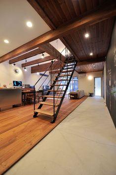 通り土間 Loft Interior Design, Interior Stairs, Interior Styling, Interior Architecture, Style At Home, Japanese Modern House, Hobby House, Minimalist Interior, Inspired Homes