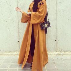 Abaya Style 493566440404766446 - Source by eda_coco Arab Fashion, Muslim Fashion, Modest Fashion, Fashion Clothes, Fashion Outfits, Sporty Fashion, Islamic Fashion, Fashion Hair, Abaya Style