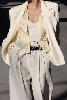 How To Wear White High Waisted Pleated Pants This Summer #pants Fashion 101, Fashion Killa, Fashion Trends, Calvin Klein, Summer Office Outfits, Womens Fashion For Work, Minimal Chic, Blazer Suit, Business Outfits
