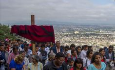Los salteños orando en el vía crucis. Importante mensaje de Monseñor Cargnello