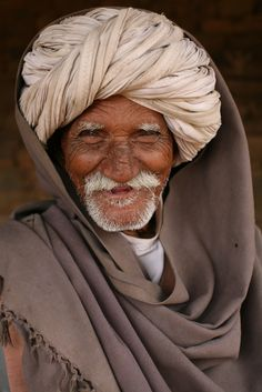 Goat herder from Bundi, Rajasthan, India. Foto Portrait, Portrait Photography, Life Is Beautiful, Beautiful People, You Smile, Old Faces, India People, The Face, Portraits