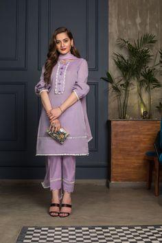 Beautiful Pakistani Dresses, Pakistani Formal Dresses, Pakistani Fashion Casual, Indian Fashion Dresses, Pakistani Dress Design, Indian Designer Outfits, Pakistani Outfits, Pakistani Bridal, Muslim Fashion