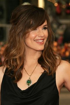 Jennifer Garner Hairstyle: Layered Long Wavy Hairstyle with Side Bangs - Hairstyles Weekly