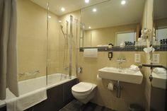 Bath Room Bath Room, Bathroom Lighting, Rooms, Mirror, Furniture, Home Decor, Quartos, Homemade Home Decor, Bathroom Vanity Lighting