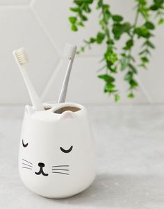 Antic Cute Wall Toe Foot Shaped Pen Pencil Toothbrush Holder Mount Stand Unique