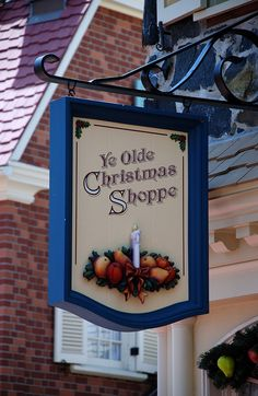 Ye Olde Christmas Shoppe | Magic Kingdom, Orlando, via Flickr.