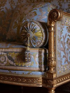 Detail of trimmings in Madame Adelaïde's Private Chamber -Versailles-Details © EPV / Thomas Garnier. Victorian Furniture, French Furniture, Luxury Furniture, Antique Furniture, Furniture Design, Luxury Sofa, French Interior, French Decor, Chinoiserie