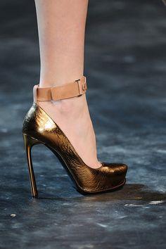 Lanvin fall 2011 #shoes #pumps #gold