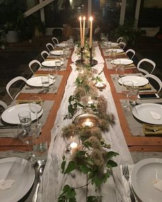 Otra cena deliciosa con amigos nuevos😜💗🍷🍽nuestra ultima noche😢 Another delicious meal with new friends😜💗🍷🍽our last night together😢  #ponderosaworkshop  #flowerstagram #flowermagic #flowerdreamer #flowerdesignrootedinlove #flowersbybaobab  @ponderosa_and_thyme  Table design :  @jenny_sanders_