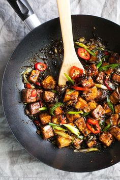 Quick crispy black pepper tofu stir fry recipe. Pan-fried tofu and vegan friendly spicy black pepper sauce for the stir fry. Ready in minutes!