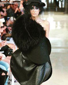 Notre magnifique DuneModel Valérie pour Bowie Wong à la Fashion Week Haute Couture – Fall Winter 2016/17 #BowieWong #pfw #fw17 #parisfashionweek #hautecouture #couture #mode #style #paris #dunemodels