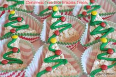 Christmas Tree Rice Krispie Treats | HappyClippings.com