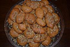 Ανθομέλι: Μελομακαρονάκια για να γλύφετε τα δαχτυλάκια!!! (Updated 2012) Deserts, Ethnic Recipes, Food, Christmas Recipes, Greek, Cakes, Cake Makers, Essen, Kuchen