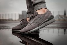 ASICS Gel Respector Carbon features a suede upper with perforated detaining on the toe box and side panels. Matching Tiger Stripes on the sides and sole. Sneaker Bar, Sneaker Heels, Best Sneakers, Sneakers Fashion, Dope Fashion, Me Too Shoes, Men's Shoes, Air Jordan, Reebok