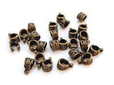 Portadije gota/corazon oro viejo de plastimetal, 5 mm, Paq. c/20 $15, precio especial a mayoristas.