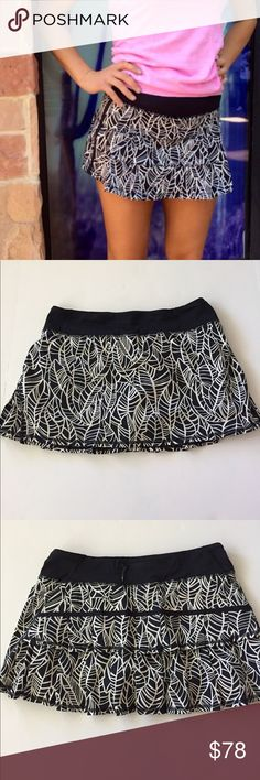 *Lululemon* Lululemon pace rival leaf print skirt in black and white in a size 8, worn twice lululemon athletica Skirts
