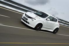 Avec une base modifiée de Nissan GT-R sous une caisse athlétique remodelée de JUKE, la Nissan Juke R est née avec 550 ch sous le capot avec la production en série lancée au prix de 500 000 euro!