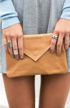 The perfect casual clutch, imagining using this on lunch dates & casual outings <3