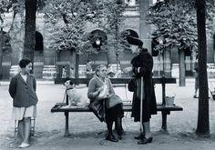 Un Banc au Palais Royal, (Robert Doisneau)