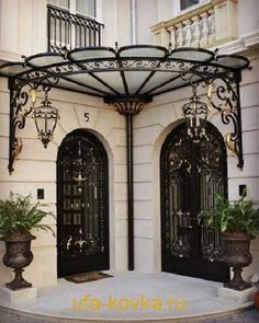 Such a clever awning for door. Forged-Iron Pergola Designs For Every Garden Tor Design, Gate Design, House Design, Iron Gates, Iron Doors, Eisen Pergola, Wrought Iron Decor, Door Canopy, Grill Design
