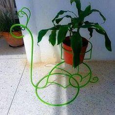 Resultado de imagen para maceteros de herreria Flower Pots, Flowers, Flower Stands, Welding Projects, Wrought Iron, Metal Art, Plant Leaves, Bird, Plants