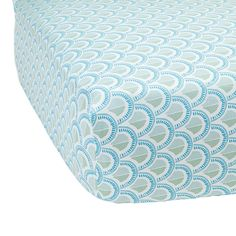 I wish this crib sheet came in the oval shape for the Stokke Sleepi!!!!! :(