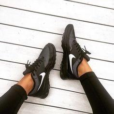 Nike - @debchv
