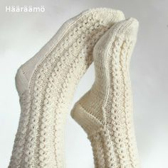 lace cable pattern for woolen socks + the instruction w/ clear pics (text in Finnish) Lace Socks, Knit Mittens, Crochet Slippers, Knitted Gloves, Knitting Socks, Knitting Videos, Knitting Stitches, Crochet Border Patterns, Woolen Socks
