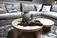 Ronde Eiken Salontafels. Alle maten en kleuren. Wooden Sofa Designs, Decorating Coffee Tables, Sweet Home, Couch, Table Decorations, Living Room, Interior Design, House Styles, Furniture