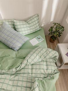 Room Ideas Bedroom, Bedroom Inspo, Study Room Decor, Zen Bedroom Decor, Home Decor, Indie Room, Minimalist Room, Aesthetic Room Decor, Mint Aesthetic