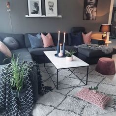 Litt nye puterog pynt på bordet fra cooeedesignSnart litt nytt på veggen ogsåSiste nattevakt snartWish you all a lovely evening#livingroom #stue #sofa#pink#grey#cushions #cooeedesign#roomdecor #livingroomdecor #vardagsrum #picturewall #interiorwarrior #fashion #designinterior #designmerke #interior123 #passion4interior #hem_inspiration #mynordicroom #nordiskehjem #skandinaviskehjem #eleganceroom #myinterior#interiorinspiration#unikehjem#classyhomes#ourluxuryhome