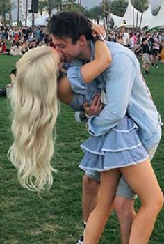 Dove Cameron and Thomas Doherty Are So Obnoxiously Cute Together, I Can't Even Deal — POPSUGAR - celebrity couples - Cute Celebrity Couples, Cute Couples Goals, Celebrity Photos, Couple Goals, Celebrity Weddings, Thomas Doherty, Dov Cameron, Dove And Thomas, Les Descendants