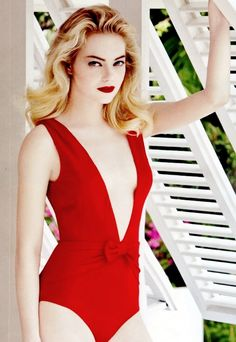 Emma Stone Hot Sexy Boobs Cleavage SideBoob Swimsuit Bikini
