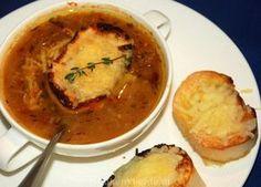Deze bekende Franse uiensoep staat in bijna iedere Franse bistro wel op de menukaart. Bovenop de soep ligt gegratineerd stokbrood met gruyere kaas!