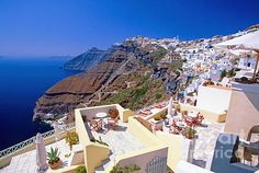 View of de town of Fira in Santorini Island_ Greece