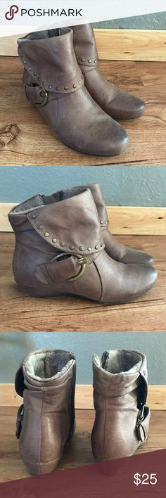 Baretraps Brown Wedge Boots 6.5 Almost Brand New Only worn once! Small Wedge. Plush inside. So adorable and versatile! Only selling because i have two pairs. 20% off all bundles 🇺🇸 baretraps Shoes Ankle Boots & Booties