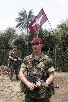 battalion the parachute regiment Military Beret, Military Army, Military History, Us Army, British Royal Marines, British Army Uniform, British Armed Forces, Parachute Regiment, War Photography