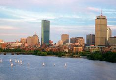 Planning a trip to Boston? Use our itinerary to make sure you make the most of your vacation and hit all the top destinations #travelblog #travelblog https://www.vacationsbymarriott.com/blog/posts/four-days-of-living-history-in-boston