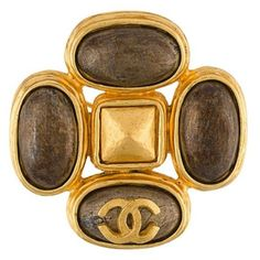 Chanel Vintage stone brooch ($900) ❤ liked on Polyvore featuring jewelry, brooches, metallic, metallic jewelry, pin brooch, chanel jewelry, vintage broach and chanel brooch
